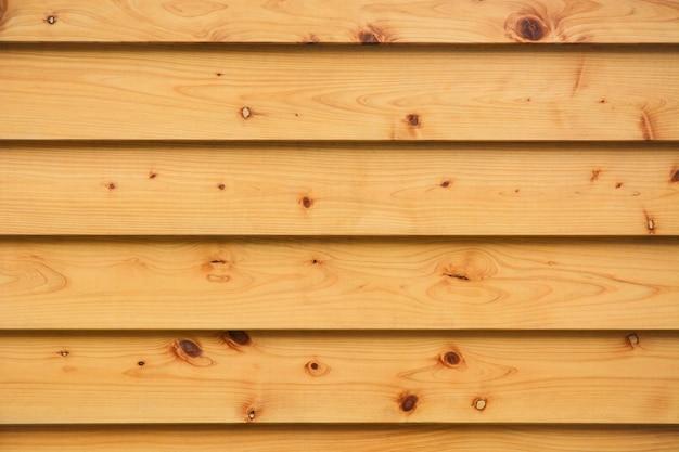 Strato di assi di legno di pino orizzontali e naturali