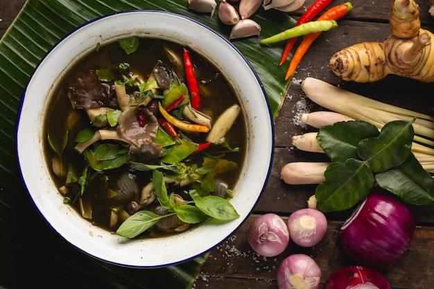 Straw mushroom curry, alimento locale tailandese di esan, tailandia