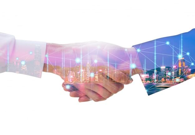 Stretta di mano dell'uomo di affari e grafico della connessione di rete