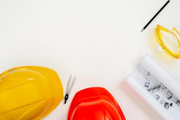 Strumentazione dell'ingegnere di costruzione piano-disposizione con copyspace