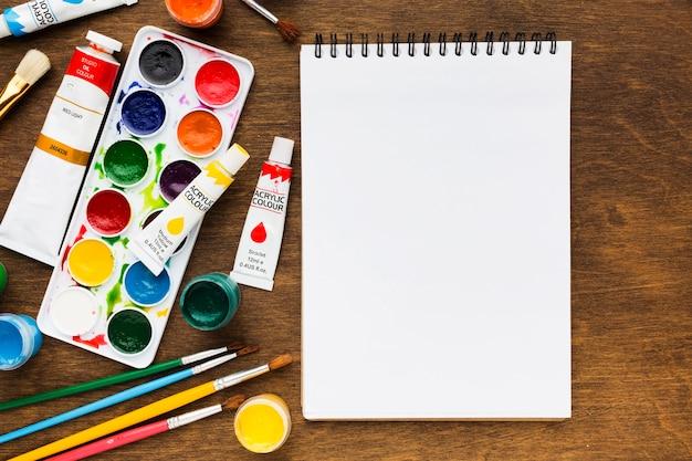 Strumenti di arte dello studio e spazio della copia