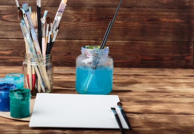 Strumenti di arte e artigianato. laboratorio d'artista