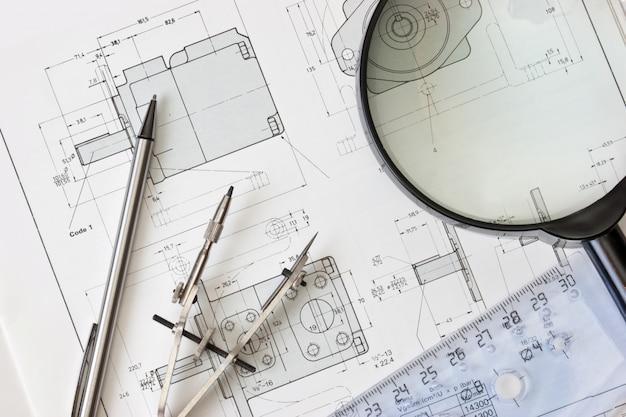 Strumenti di disegno nel tecnologo del posto di lavoro