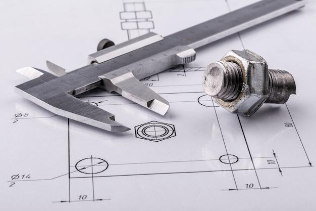 Strumenti di misurazione e disegno e vecchi disegni