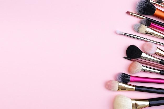 Strumenti di prodotti di bellezza cosmetici donna pennello per viso.