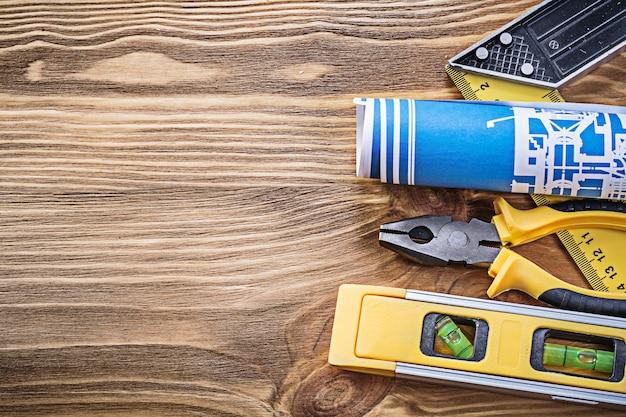 Strumenti e attrezzature per l'edilizia