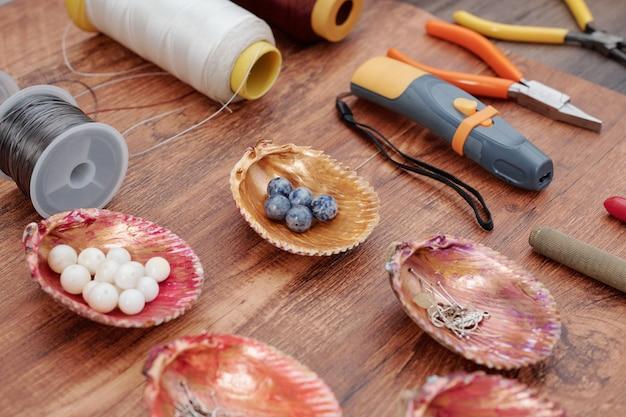 Strumenti e oggetti per la creazione di gioielli