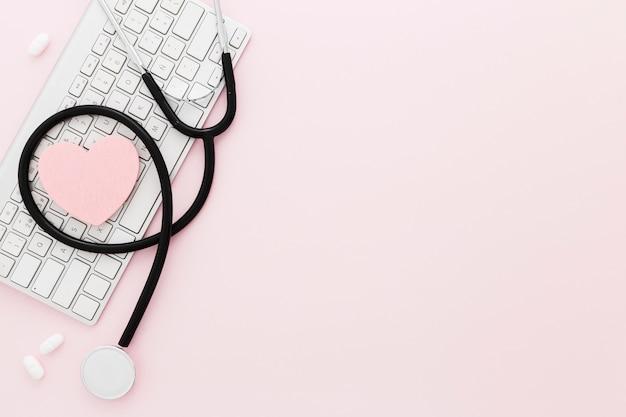 Strumenti medici con copia-spazio
