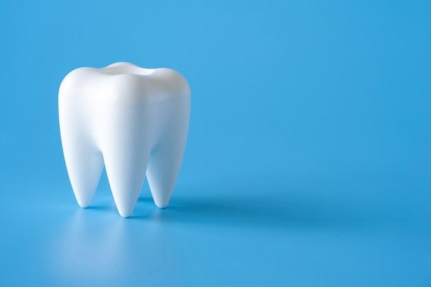 Strumenti per attrezzature dentali sane per cure odontoiatriche concetto dentale professionale