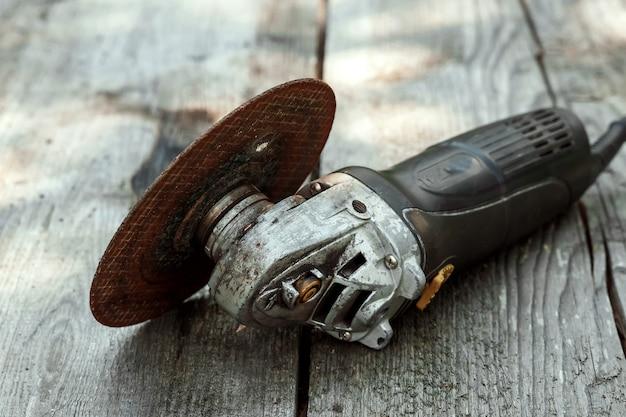 Strumento bulgaro si trova su un legno