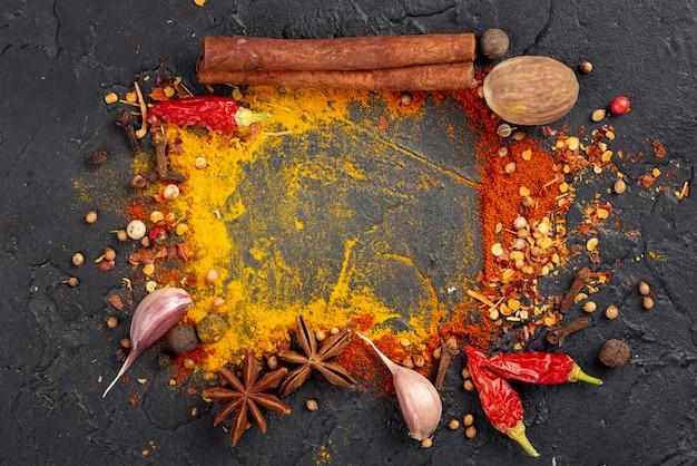 Struttura asiatica della miscela degli ingredienti alimentari piatti di disposizione