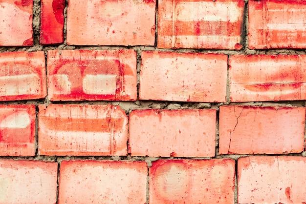 Struttura del mattone con graffi e sfondo di crepe