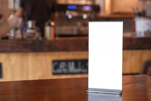 Struttura del menu che sta sulla tavola di legno