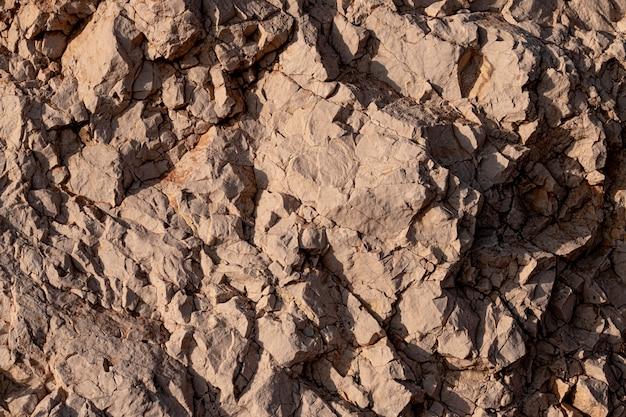 Struttura del muro di pietra impilata incrinata