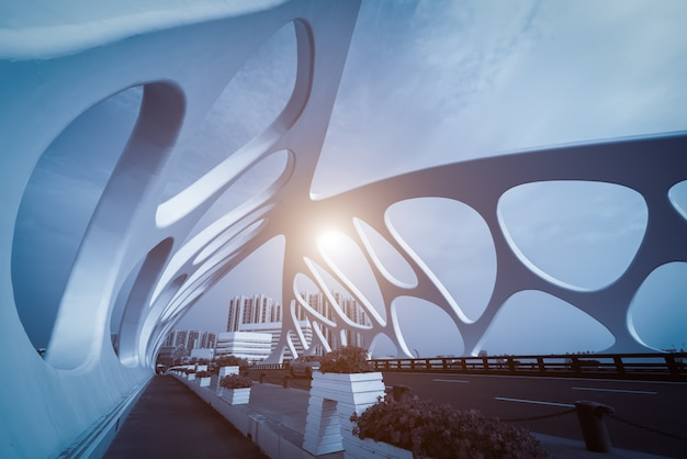 Struttura del ponte di architettura urbana moderna