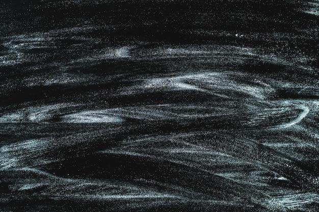Struttura di farina bianca sul nero