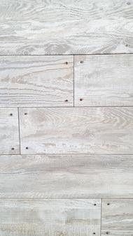Struttura di legno bianca con sfondo naturale modelli