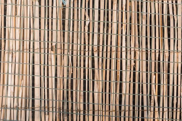 Struttura di legno del recinto nella fine in su
