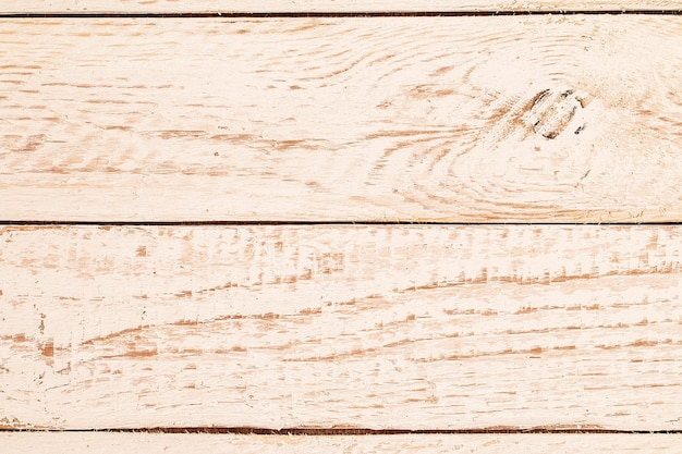 Struttura di legno verniciata bianca misera stagionata d'annata