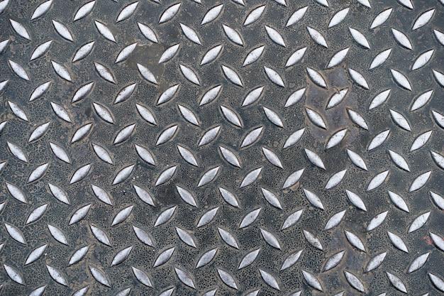 Struttura e fondo del piatto d'acciaio arrugginito. pavimento in metallo sgangherato.