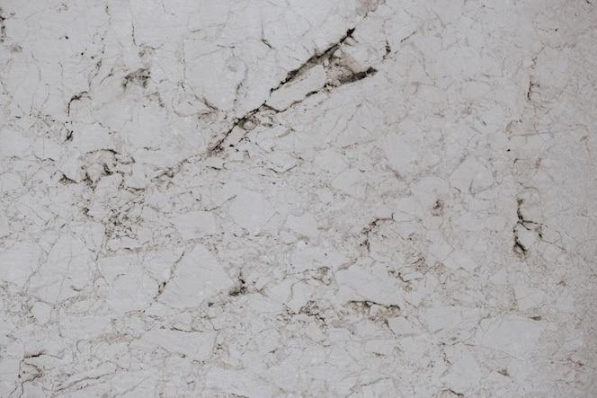 Struttura in marmo con crepe nere
