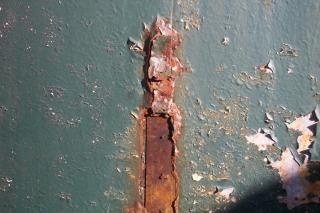 Struttura in metallo arrugginito, lamiera, acciaio