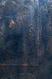 Struttura in metallo con superficie arrugginita
