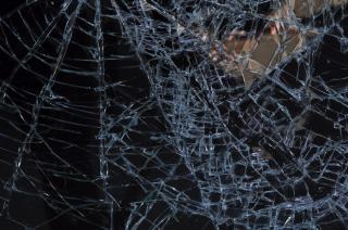 Struttura in vetro rotto