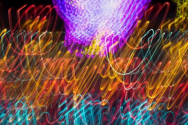 Struttura lunga delle luci al neon di esposizione di colori gialli e freddi