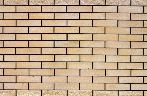 Struttura stagionata astratta di vecchio stucco grigio chiaro macchiato e di un muro di mattoni bianco invecchiato per la scena nella stanza rurale. grungy blocchi arrugginiti di tecnologia della pietra per carta da parati di architettura di colore.