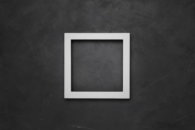 Struttura vuota bianca quadrata su fondo strutturato grigio con copyspace