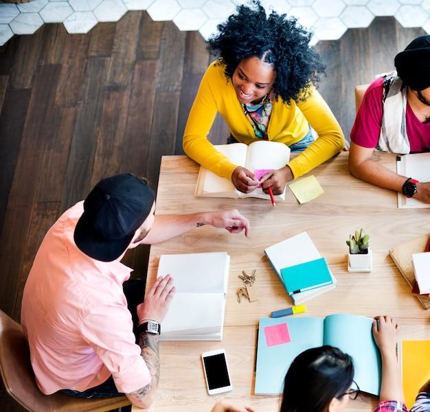 Student relationship team concept di collegamento