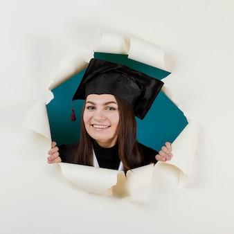 Studente laureato di smiley del primo piano