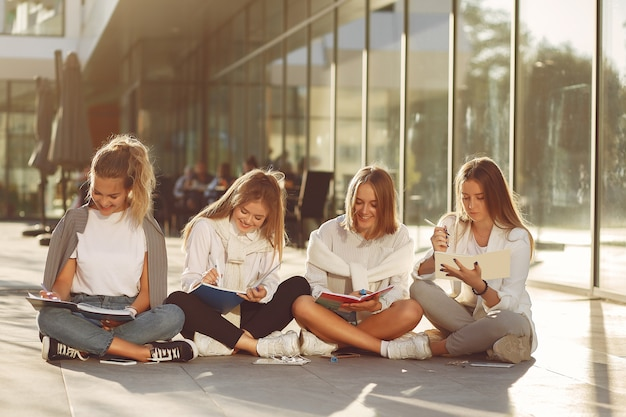 Studenti al campus
