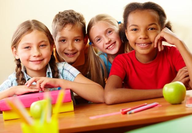 Studenti della scuola primaria in classe
