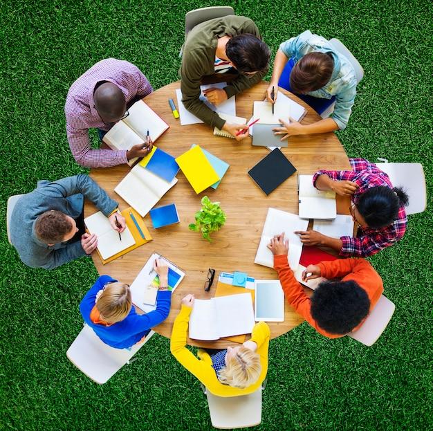 Studiando gli studenti di istruzione che imparano concetto