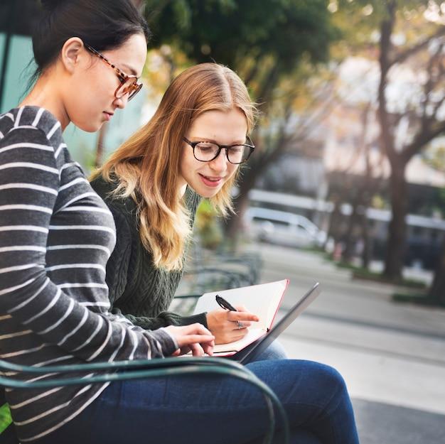 Studiando il concetto dell'università di istruzione di legame di cooperazione