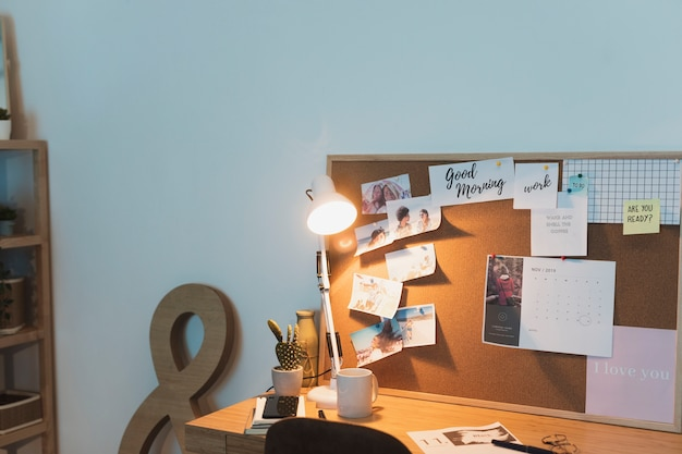 Studiare il concetto di scrivania per gli studenti