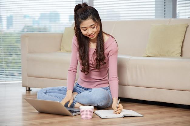 Studiare ragazza