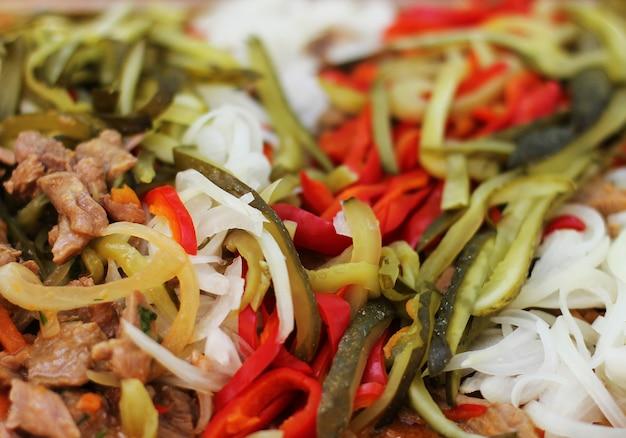 Stufato di tacchino e filetto di pollo con verdure fresche