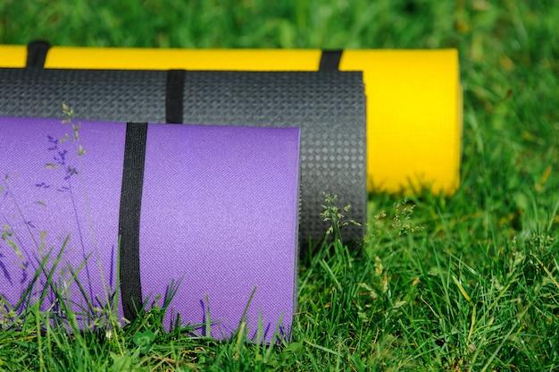 Stuoie relative alla ginnastica sull'erba