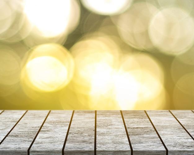 Su un tavolo in legno bianco con uno sfondo bokeh