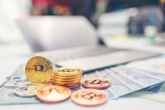 Successo aziendale e concetto di denaro con bitcoin
