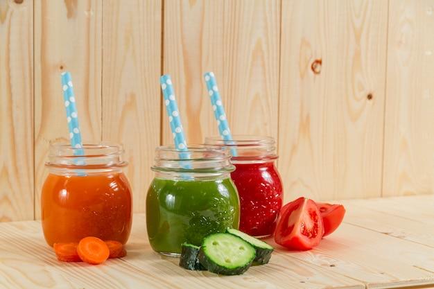 Succhi di frutta nutriente con cannucce