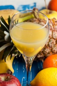 Succo d'arancia e frutta fresca