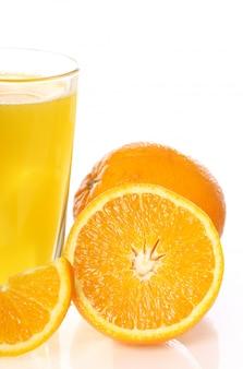 Succo d'arancia fresco e freddo