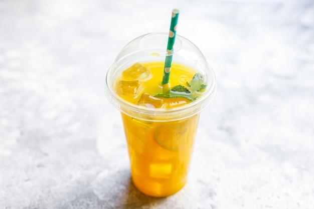 Succo d'arancia o limonata alla menta