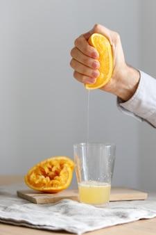 Succo d'arancia spremuto a mano