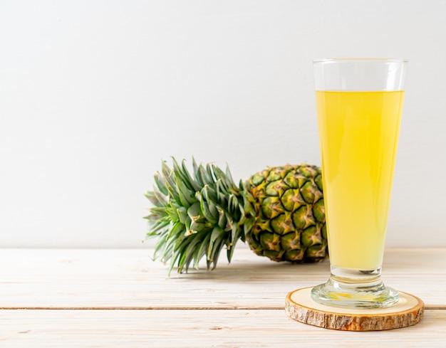 Succo di ananas fresco