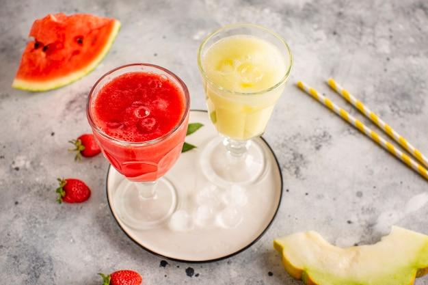 Succo di anguria rosso e giallo